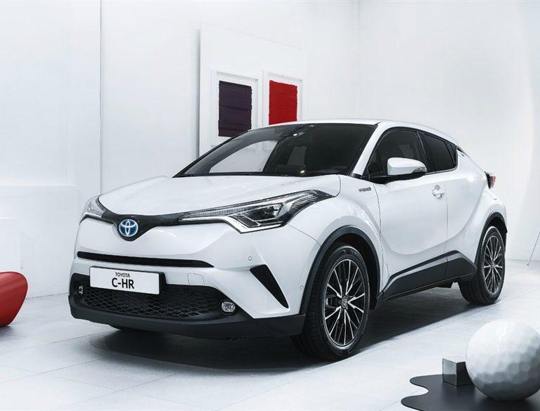 Toyota CH-R Hybrid noleggio
