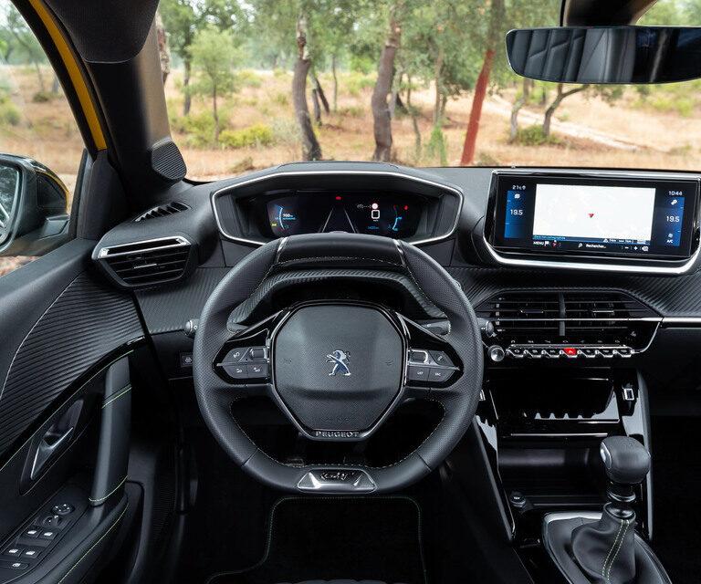 Peugeot 208 elettrica a noleggio